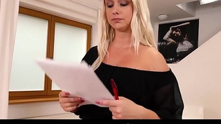 EXPOSED Throw away - Curvy blonde Bambi Bell fucked on audition