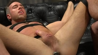 Buttplugged stud gets tugged by ripped hunk