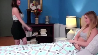 Stepmom gets her ass licked by Kristen